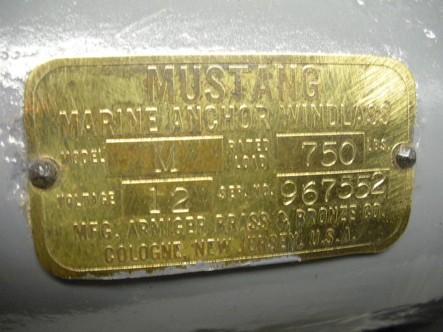 "Mustang Model ""M"" 12 Volt Windlass"